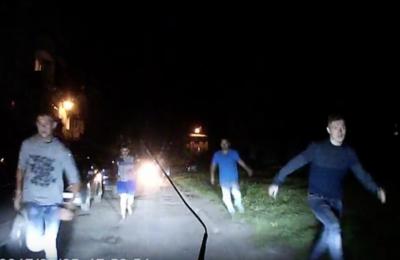 По факту нападения пятерых мужчин на авто кузбассовца полиция проводит проверку