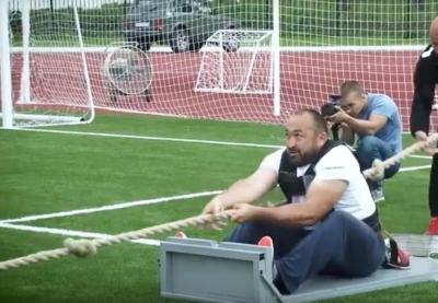 Видео: самый сильный человек России установил рекорд по тяге воздушного шара