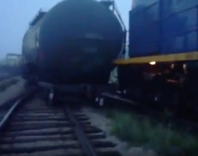 В Сети появилось видео последствий схода вагонов с рельсов в Кузбассе