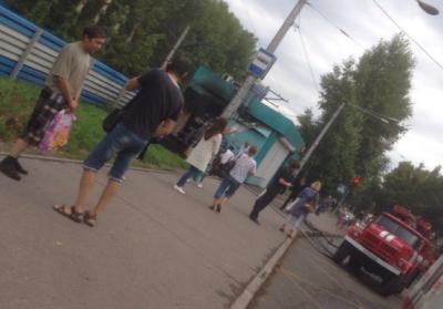 Фото: в Новокузнецке сгорел торговый павильон