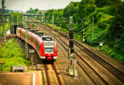 В Кемерове подростки разбили железнодорожные светофоры и сорвали видеокамеры с детсада