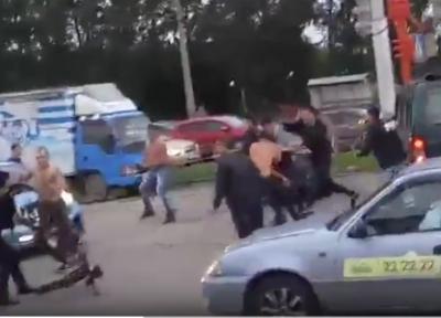 Массовую драку в Ленинском районе Кемерова сняли на видео
