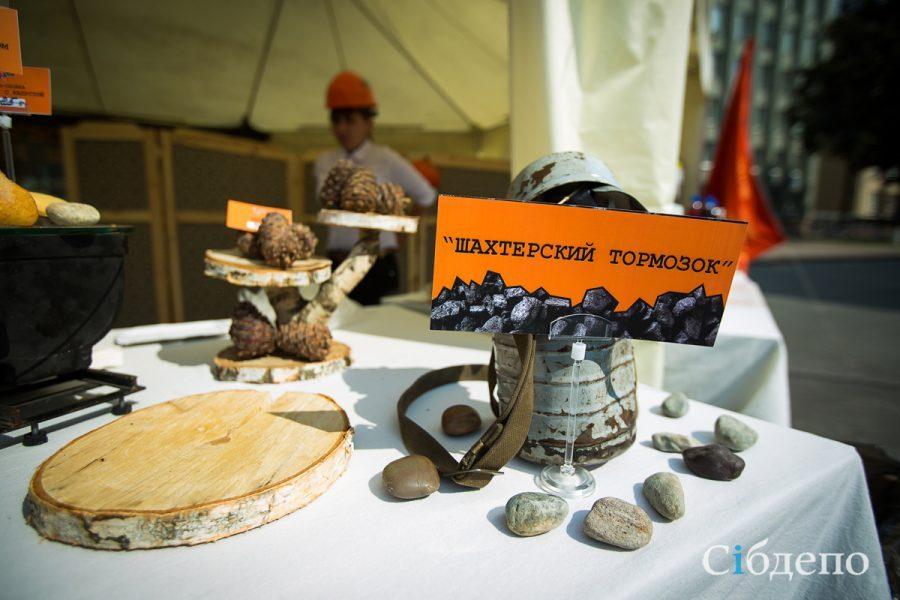 Кемеровчан и главу города бесплатно угостили шахтёрским тормозком