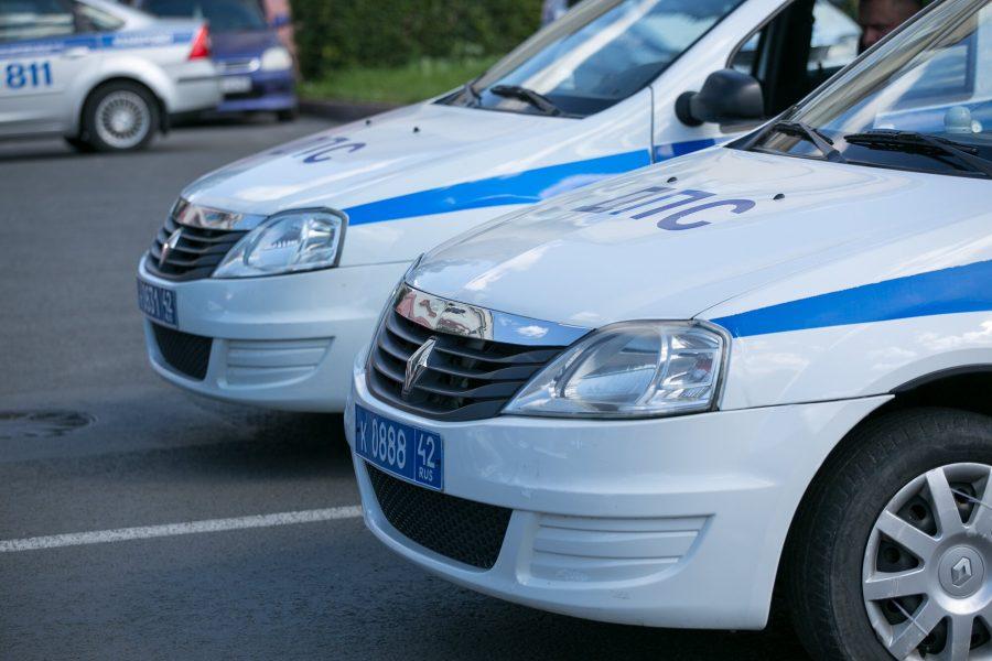 В Кузбассе произошло ДТП с патрульной машиной, пострадали двое полицейских