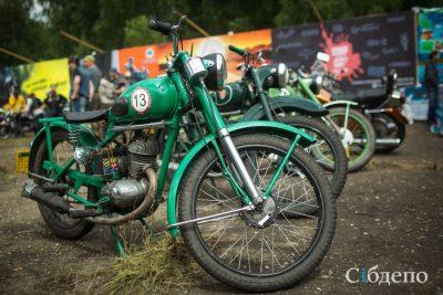 Сотрудники ГИБДД Кемерова выявили почти 700 нарушителей среди мотоциклистов