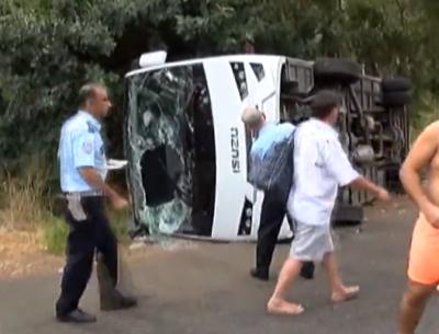 Видео: в Анталье в перевернувшемся автобусе пострадали 11 россиян