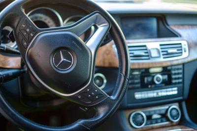 В Mercedes-Benz разработали внешние подушки безопасности для пешеходов