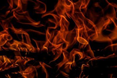 Ночью в Прокопьевске неизвестные подожгли автомобиль Toyota