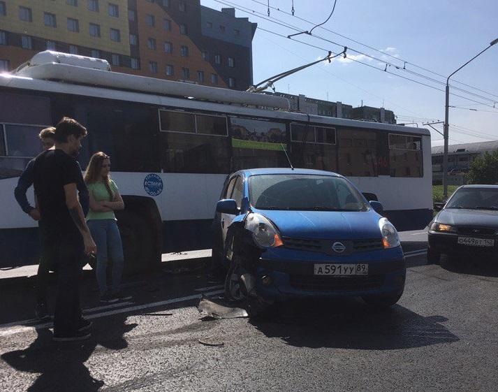 ДТП с троллейбусом затруднило движение в Центральном районе Кемерова