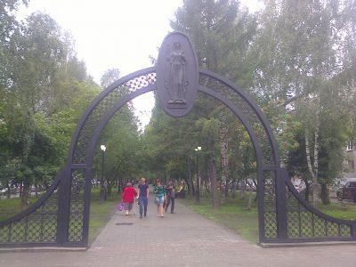 В Междуреченске после капремонта открыли сквер по улице Юности