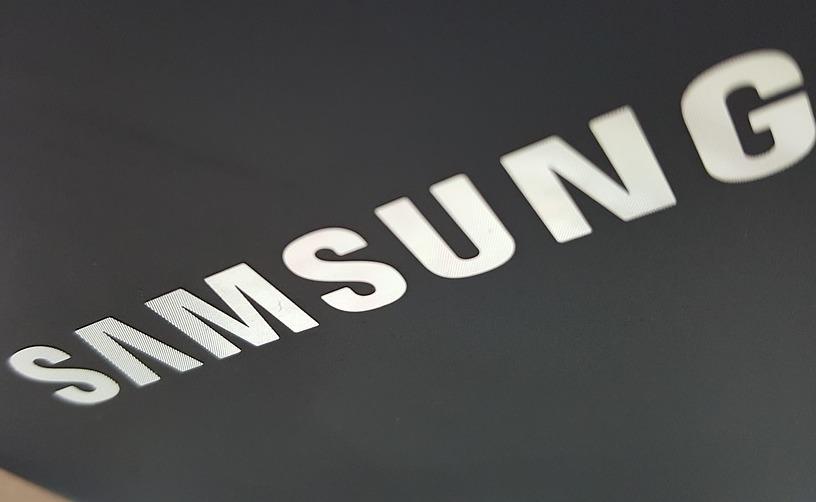 Компания Samsung запатентовала смартфон со встроенным алкотестером