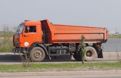 В Новокузнецке КамАЗ сбил женщину и скрылся с места ДТП