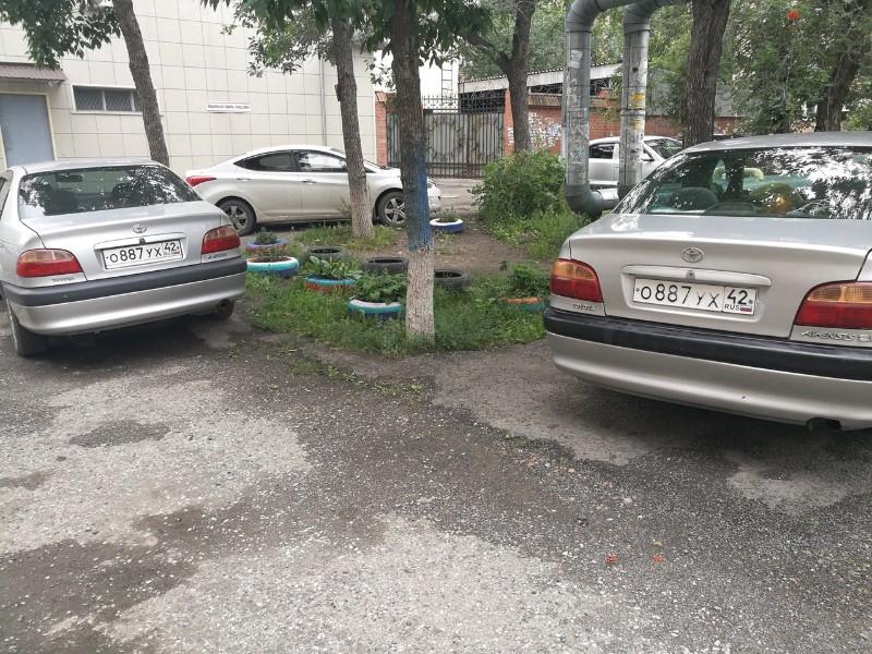 В Кемерове владельца машин-«близнецов» лишили прав