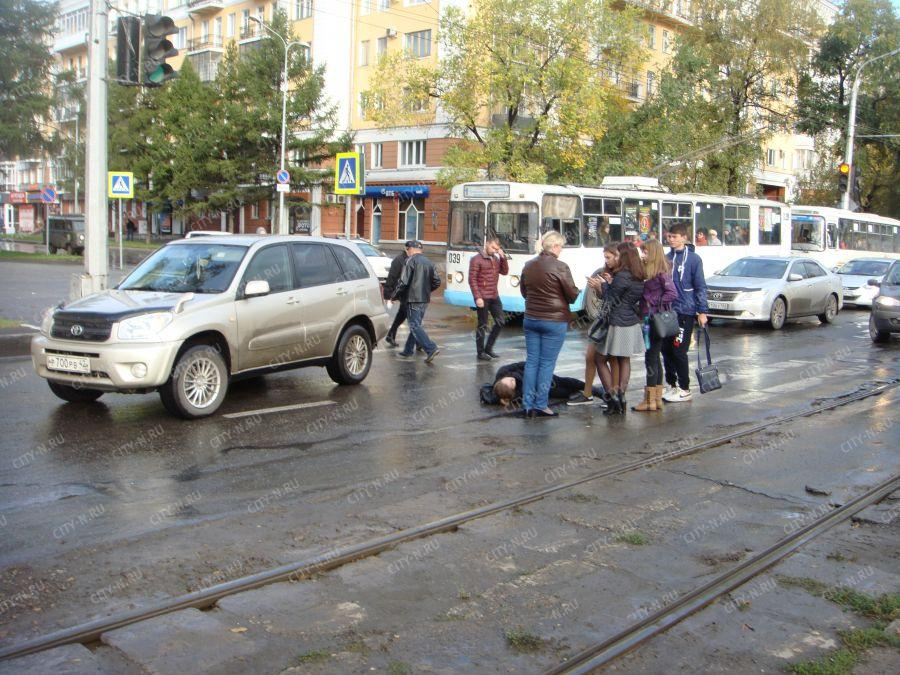В Новокузнецке водитель Toyota RAV4 сбила пешехода