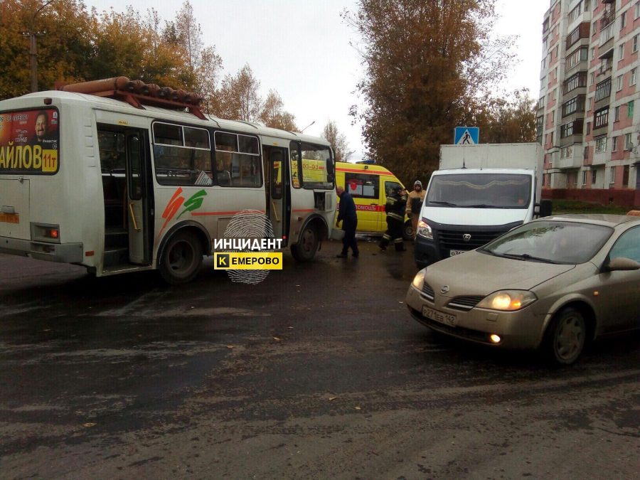 В Кемерове при столкновении маршрутки и «Газели» пострадала 11-летняя девочка