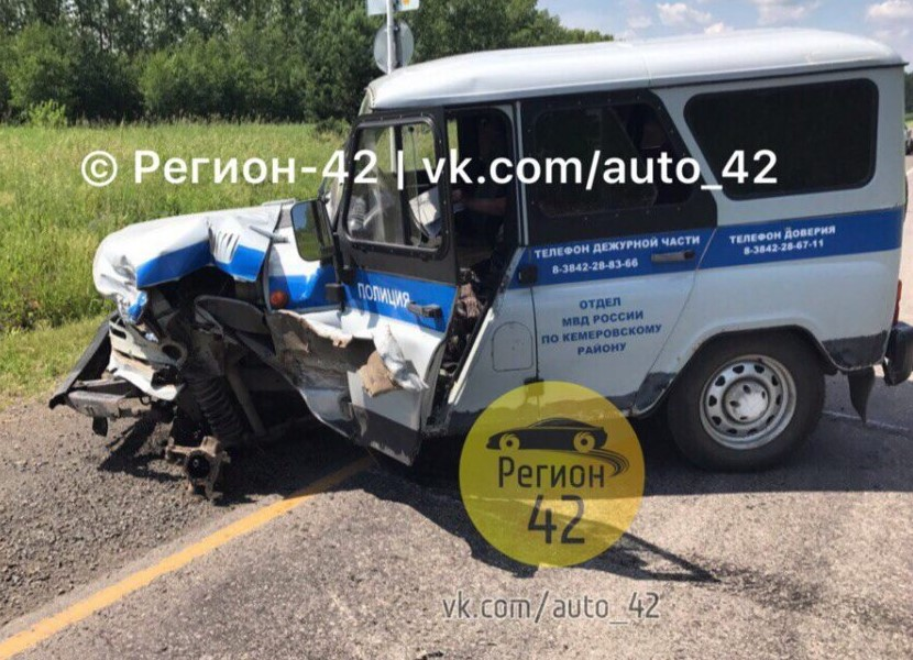ВКемерово «ГАЗель» столкнулась слегковым автомобилем, фургон перевернулся— Жуткое видео
