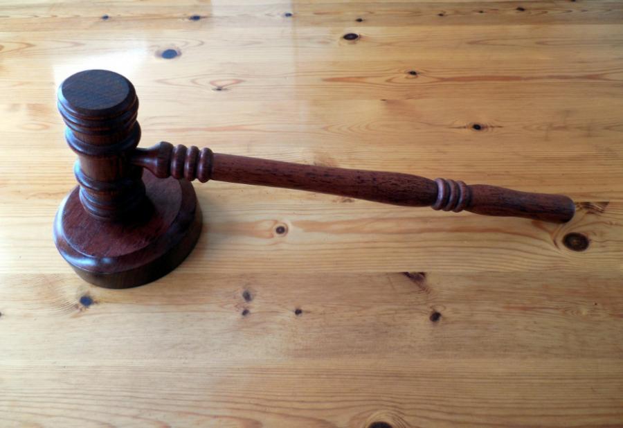 Отвлекшийся намагнитолу исбивший женщину кузбассовец получил срок вколонии