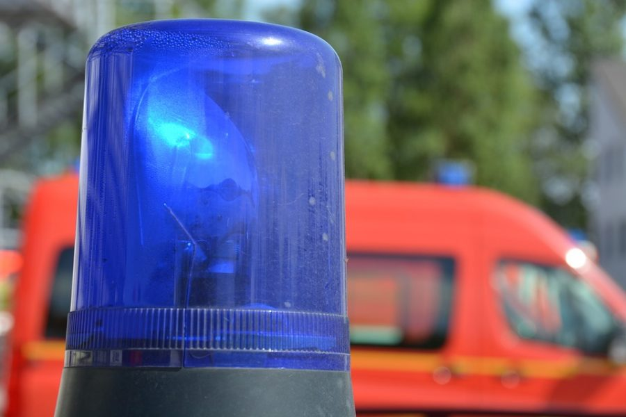 В Кузбассе на трассе водитель Chevrolet врезался в дерево и погиб