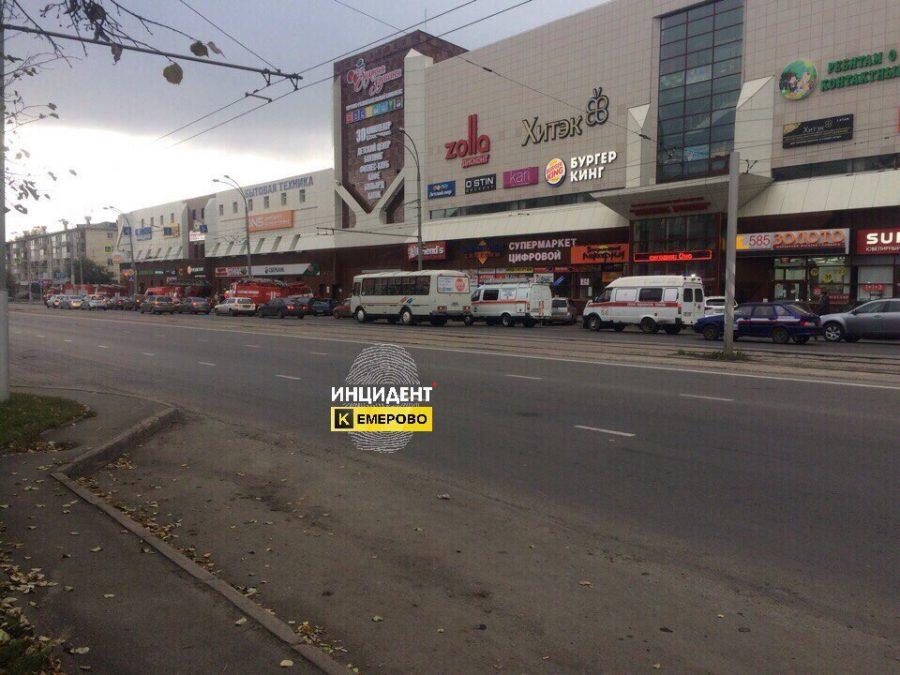 Кемеровчан испугало скопление машин около ТРЦ «Зимняя вишня»