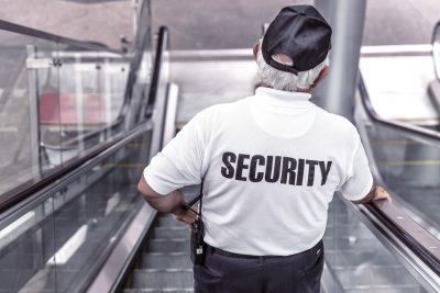 Охраники школ будут досматривать всех входящих в учреждение