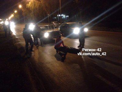 Фото: в Кемерове на Космической водитель «Волги» сбил мужчину