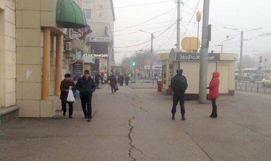 На привокзальной площади Новокузнецка ликвидировали незаконную торговлю едой и одеждой