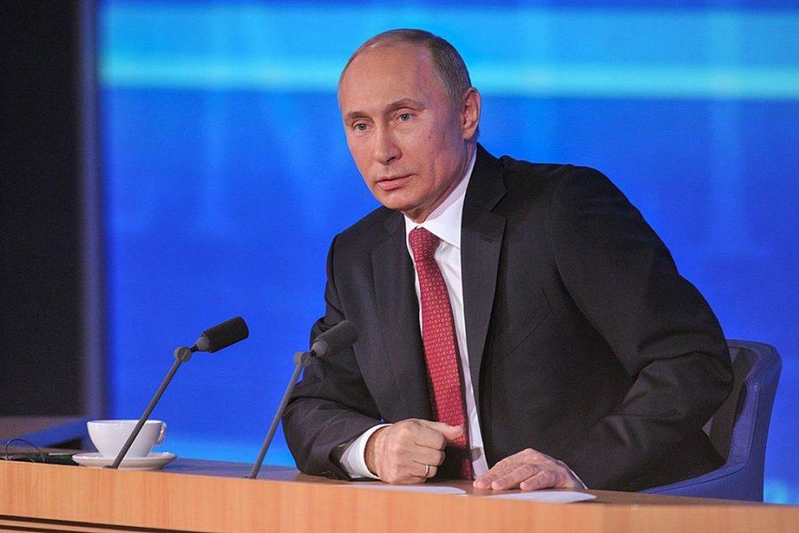 Берлускони подарил Путину на 65-летие пододеяльник