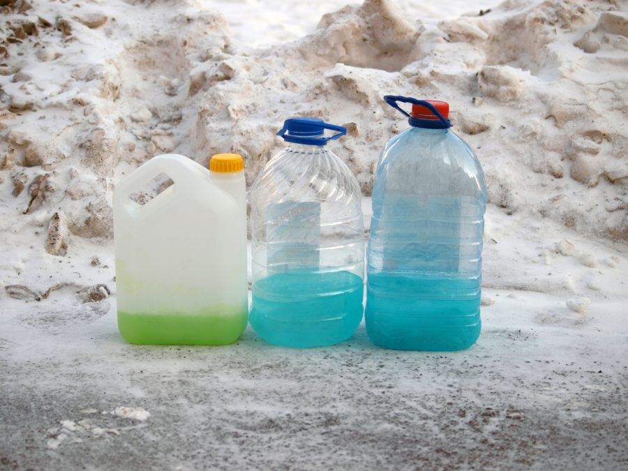 Роспотребнадзор предупредил кузбассовцев об опасных стеклоомывающих жидкостях