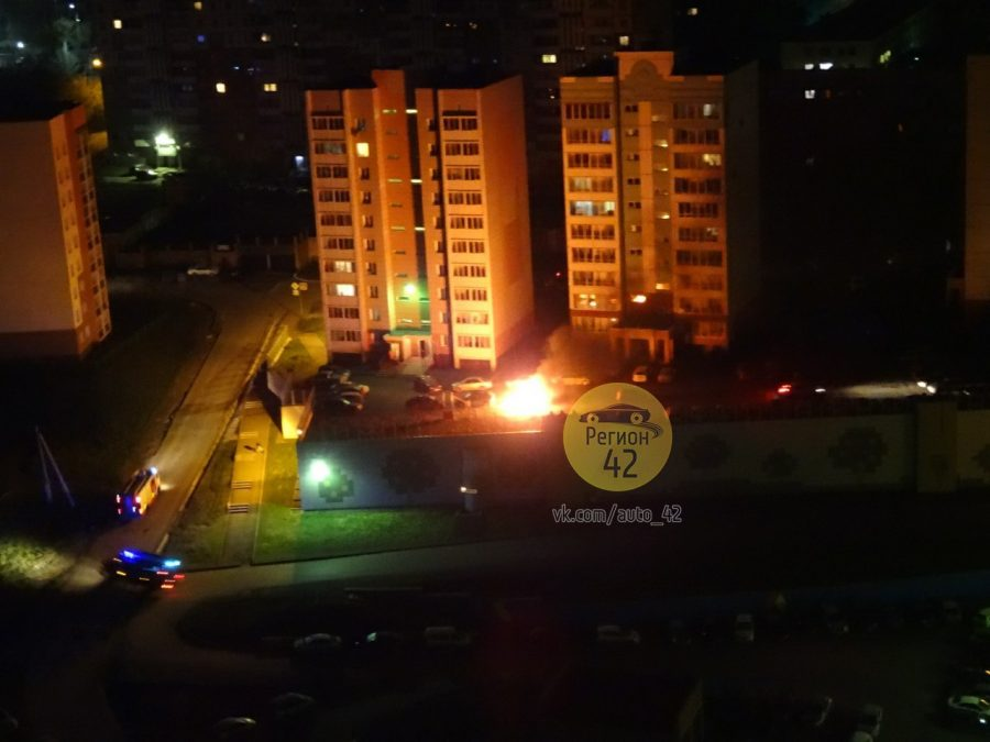 Три машины сгорели вКемерове вночь напонедельник