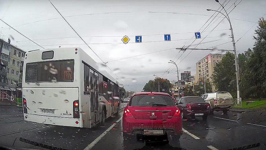 ВКемерове автобус ездил потрамвайным путям