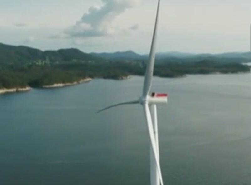 У побережья Шотландии заработала самая мощная в мире плавучая ветроэлектростанция