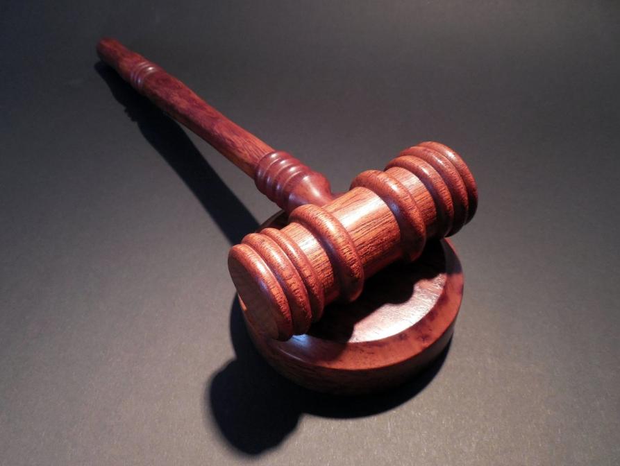 Кузбассовец получил 13,5 лет тюрьмы за надругательство над дочерьми сожительницы