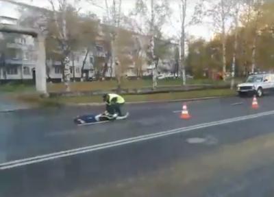 Видео: в Кемерове на Октябрьском водитель Mitsubishi насмерть сбил пешехода
