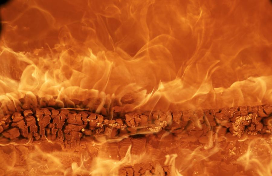 Пенсионер иребенок погибли впожаре вКузбассе, возбуждено дело