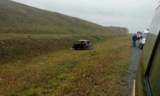 Размещены фотографии ДТП вКузбассе, где перевернулся автомобиль с малышом