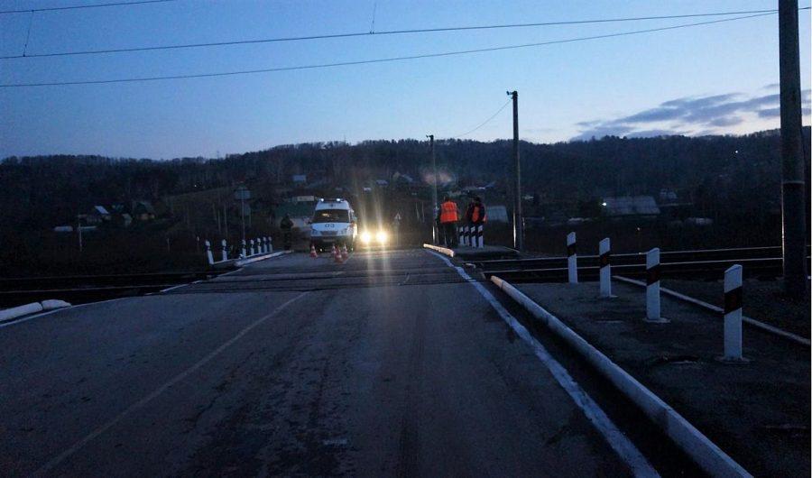 ВКузбассе столкнулись электричка и Хюндай, пассажир авто умер
