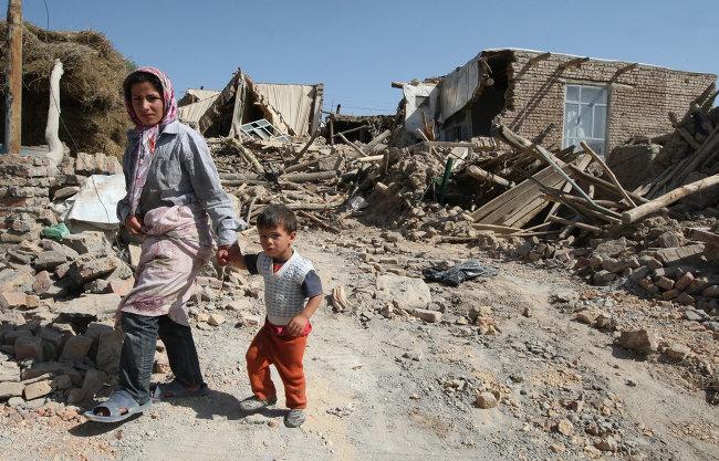 Момент мощного землетрясения в Иране попал на видео, есть жертвы