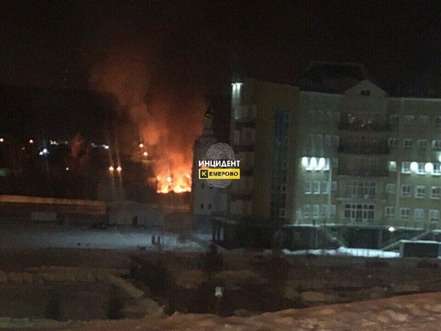 ВКемерове зажегся  дом  напротив «Кемерово-Сити»