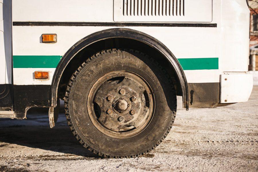 В Кемерове пенсионерка упала под колесо маршрутки и попала в больницу