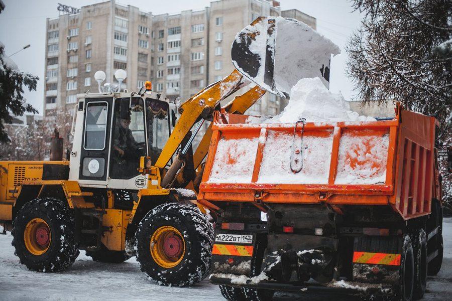 В Кузбассе из-за снегопада дорожники чистят улицы в усиленном режиме