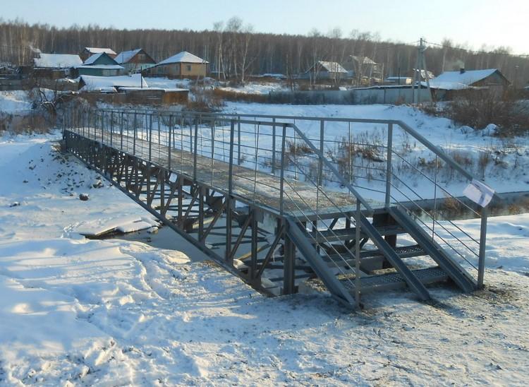ВКемерове достроили пешеходный мост через Куро-Искитим