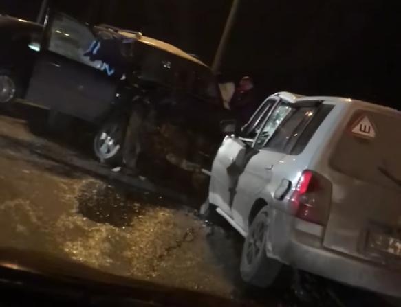 В Кузбассе в массовом ДТП один человек погиб, двое получили травмы