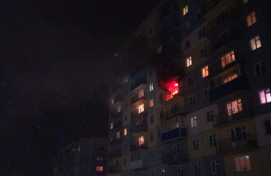 В Белове при пожаре в многоэтажке спасли четырёх человек, в том числе двоих детей