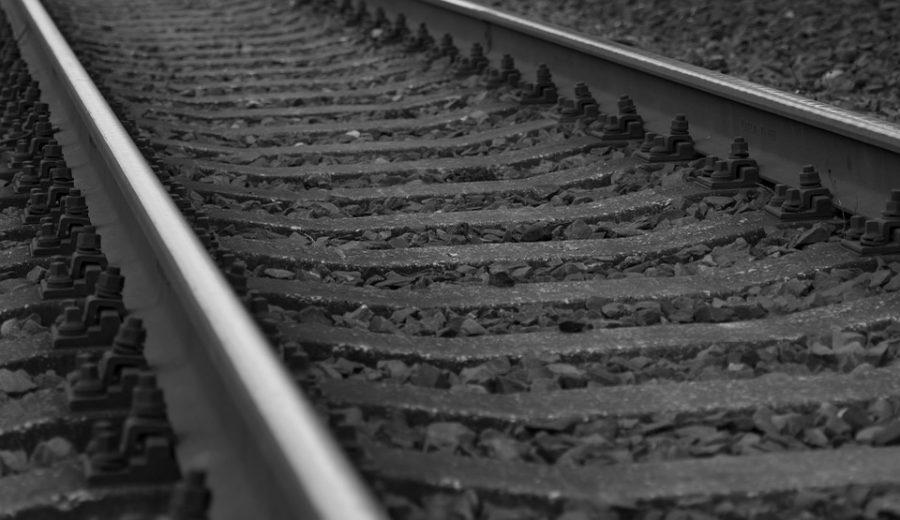 17-летняя девушка погибла под колёсами поезда вКузбассе