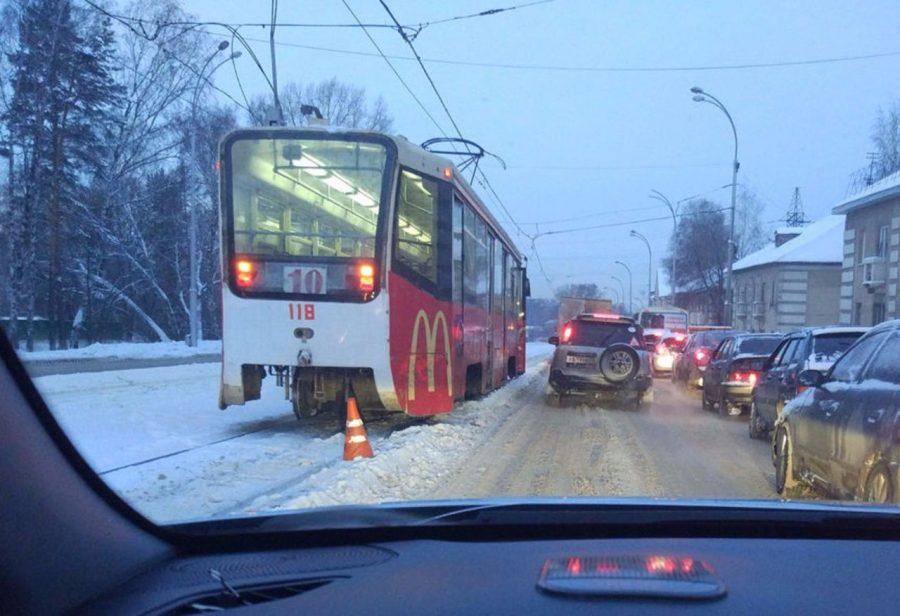 В Кемерове трамвай сбил 11-летнюю девочку