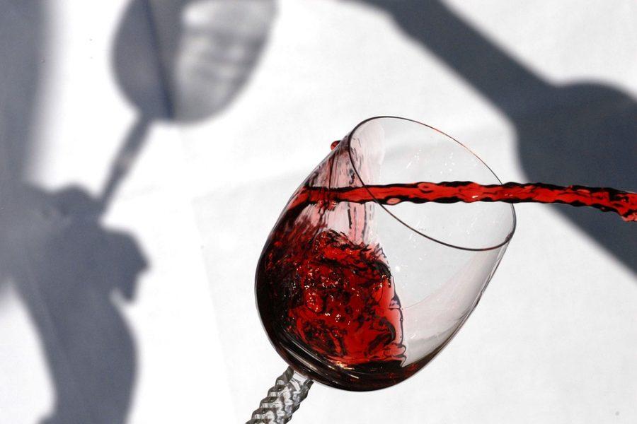 В Америке на аукционе продали самую дорогую в мире бутылку вина