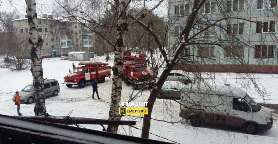 20 спасателей привлекались к тушению пожара в общежитии в Кемерове