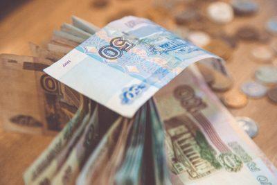 За 10 месяцев средняя зарплата в Кузбассе превысила 31 800 рублей