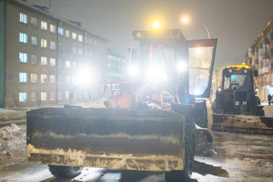 Дорожники справились с последствиями сильнейшего снегопада в Кузбассе менее чем за сутки