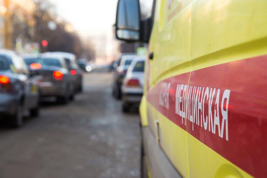 ВНовокузнецке мужчина умер , упав счетвёртого этажа